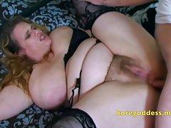 Mulher peituda com buceta peluda leva no cu